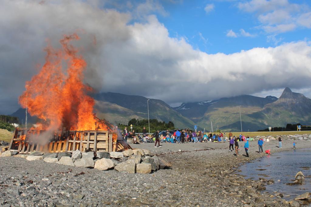 Bålet på stranda.